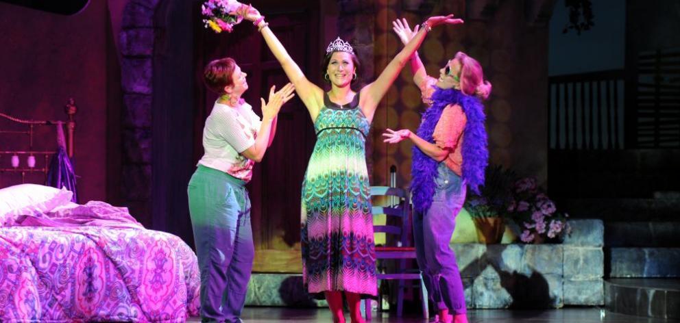 Resultado de imagen de 'Mamma Mia!' bookings Abba-solutely great