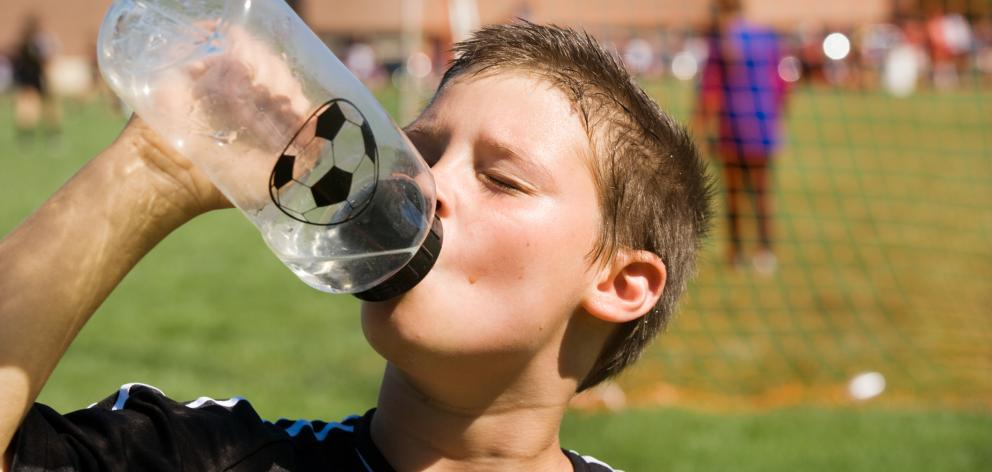 Make sure children get plenty of water when taking part in sport. Photo: Getty Images