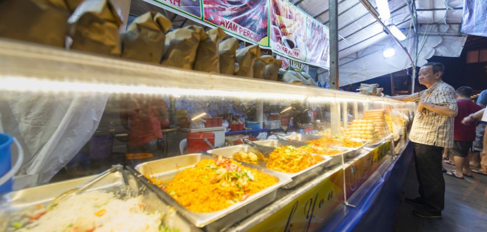 Popular food options are deep-fried snacks at a food hall.