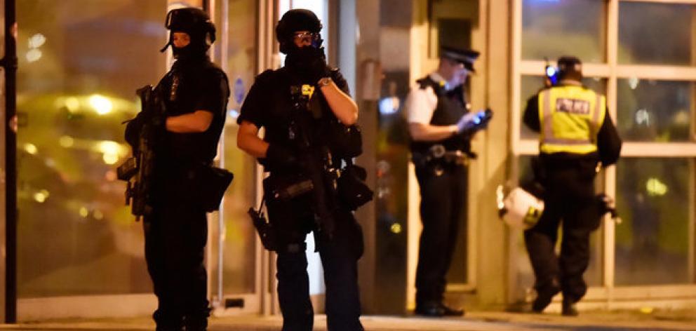 Armed police at London Bridge attack June 4 2017.