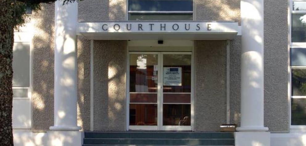 这名名字压制的母亲出现在New Plymouth地区法院,她在那里......