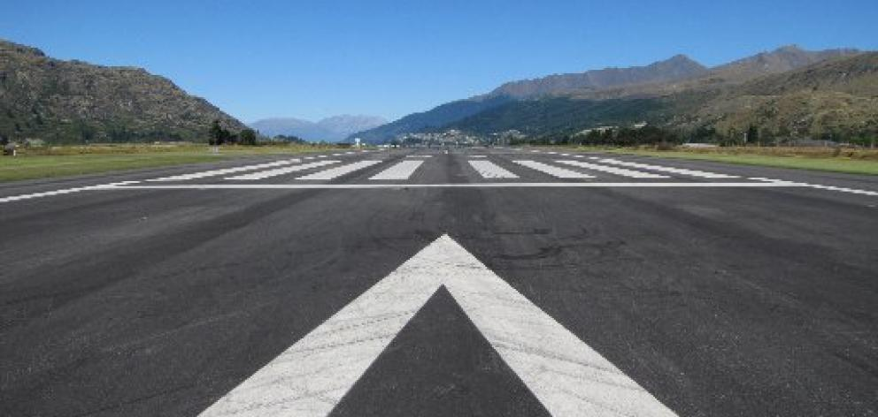 how to build a runway for an airport