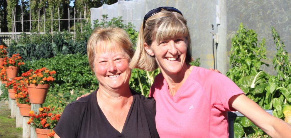 Gardeners Debbie Martin, of Windsor, and Leigh Steel, of Oamaru. Photo: Hamish MacLean.