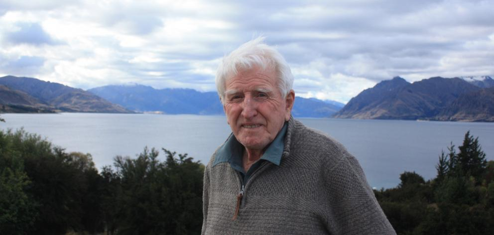 When Dick Cotter moved to Lake Hawea in the 1960s he could count the number of other houses in...