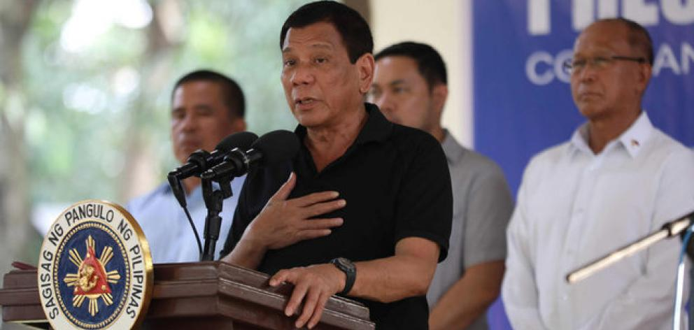 Philippine President Rodrigo Duterte talks to soldiers during a visit to a military camp in Zamboanga, Sibugay in southern Philippines. Photo: Reuters