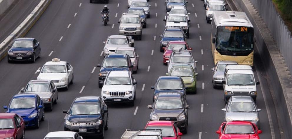 traffic_builds_up_following_the_incident_on_the_ha_5484ae46eb.jpgcrop1.jpg