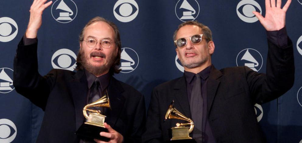 Steely Dan members Walter Becker (L) and Donald Fagan at the Grammys in 2001. Photo: Reuters