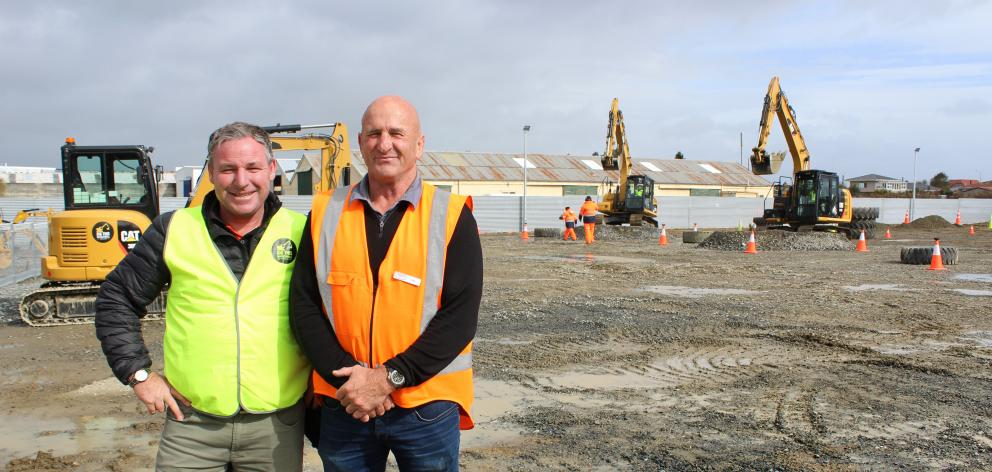 Dig This Las Vegas founder Ed Mumm (left) and Invercargill manager Lex Chisholm.