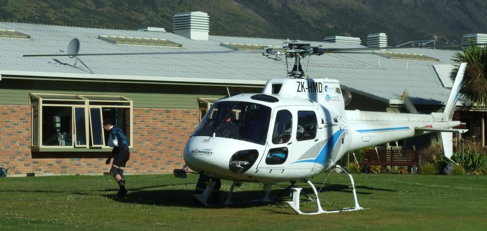An injured mountain biker who alerted emergency services about a seriously injured paragliding...