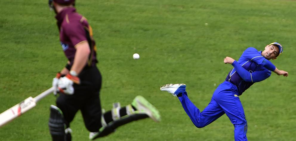 Otago fielder Anaru Kitchen returns the ball while watched by Northern Districts batsman Nick Kelly during their Ford Trophy match at the University Oval in Dunedin yesterday. Photo: Peter McIntosh