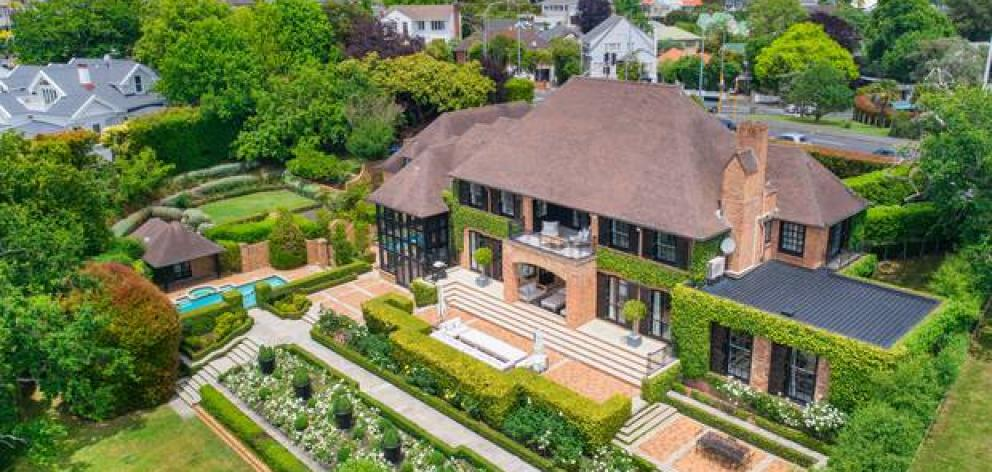 Simon and Paula Herbert sold this Remuera Rd property this month for $25.5m. Photo: NZ Herald