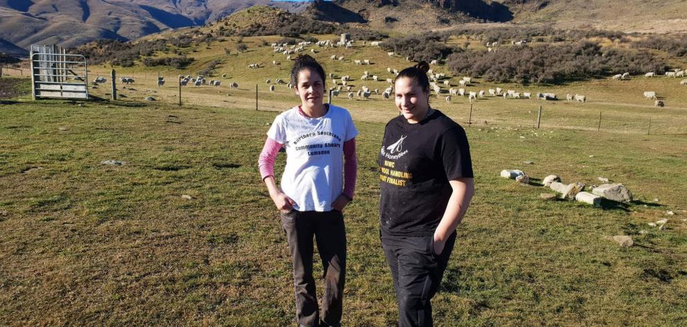 Woolhandling trainers Kelly Macdonald and Pagan Karauria take a break.
