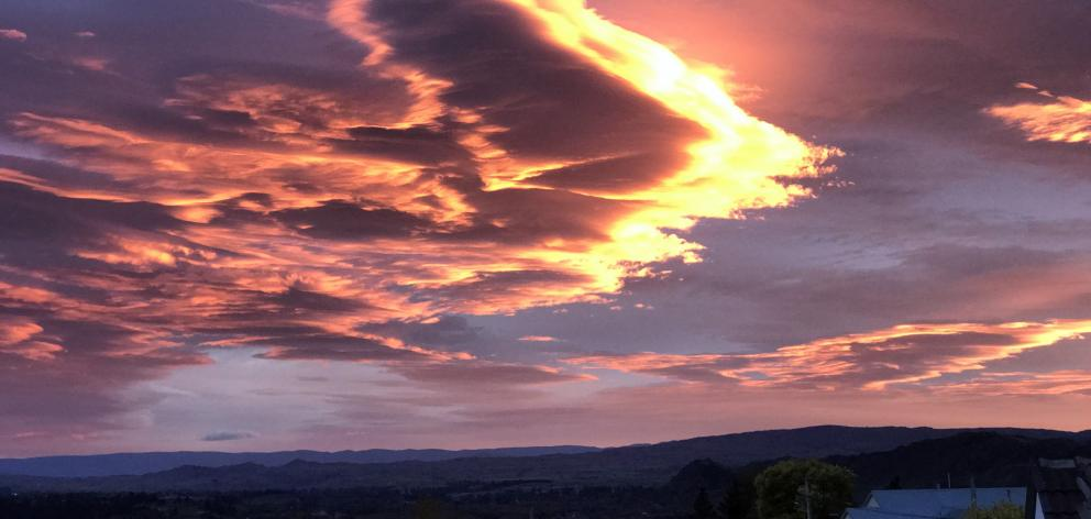 A fiery-edged lenticular cloud flying above Alexandra in March. Photo: Joy Bennett