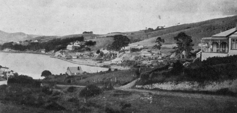 Macandrew's Bay, a popular Otago Harbour weekend resort. — Otago Witness, 14.8.1918.