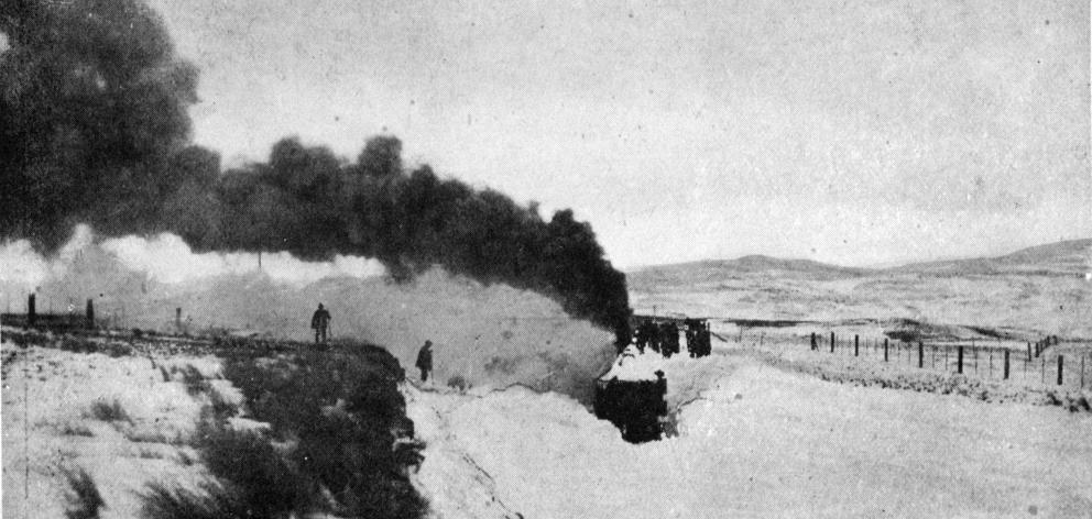 A locomotive approaching Waipiata station after passing through 15ft of snow. - Otago Witness, 14.8.1918.