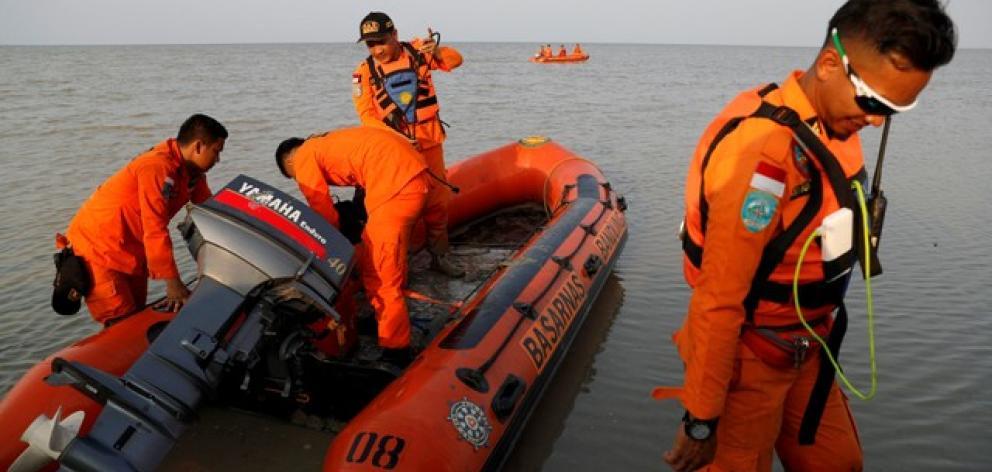 Rescue team prepares boat for Lion Air flight JT610 crash site off the coast of Karawang regency. Photo: Reuters