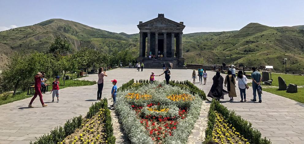 Garni寺建于公元100年左右,亚美尼亚成为世界上第一个......