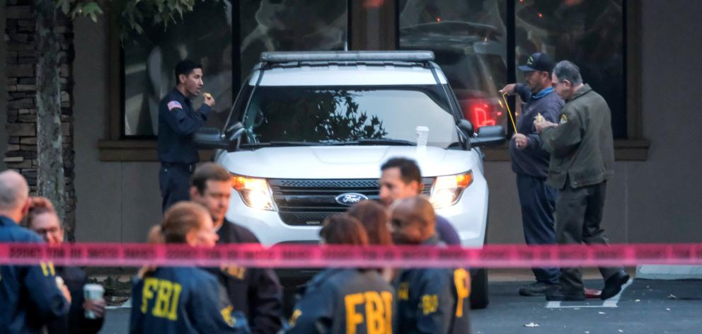 Members of FBI investigate the site of a mass shooting at a bar in Thousand Oaks. Photo: Reuters