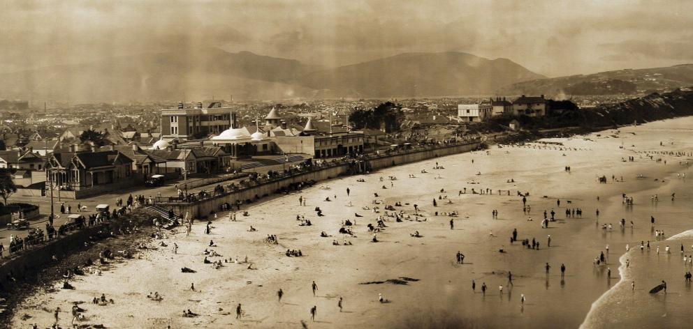 This photograph of St Clair Beach, taken between 1915 and 1920, shows how enduring the love...