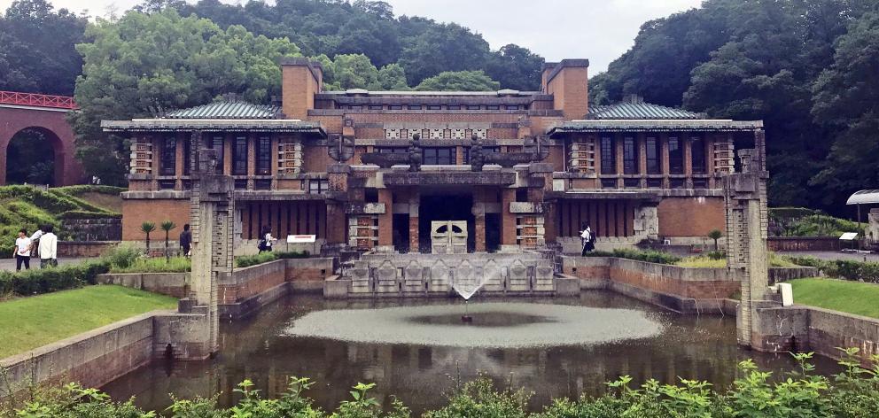 Inuyama的Meiji Mura保留了日本历史上的历史建筑,包括主要的大厅......