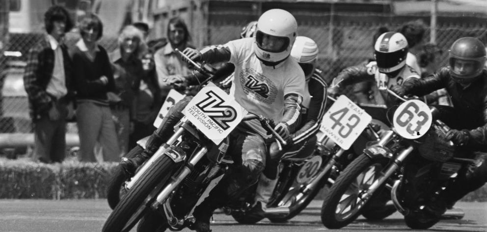 Crosby leads the field during a Dunedin Festival road race in January 1977.