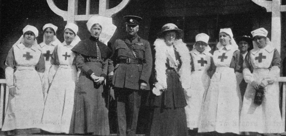 His Excellency, the Governor-General Lord Liverpool, Her Excellency the Countess of Liverpool, the matron, Mrs McMillan, and the V.A.D. nurses at the opening of extensions to the Red Cross Convalescent Home at Montecillo. - Otago Witness, 2.4.1919.