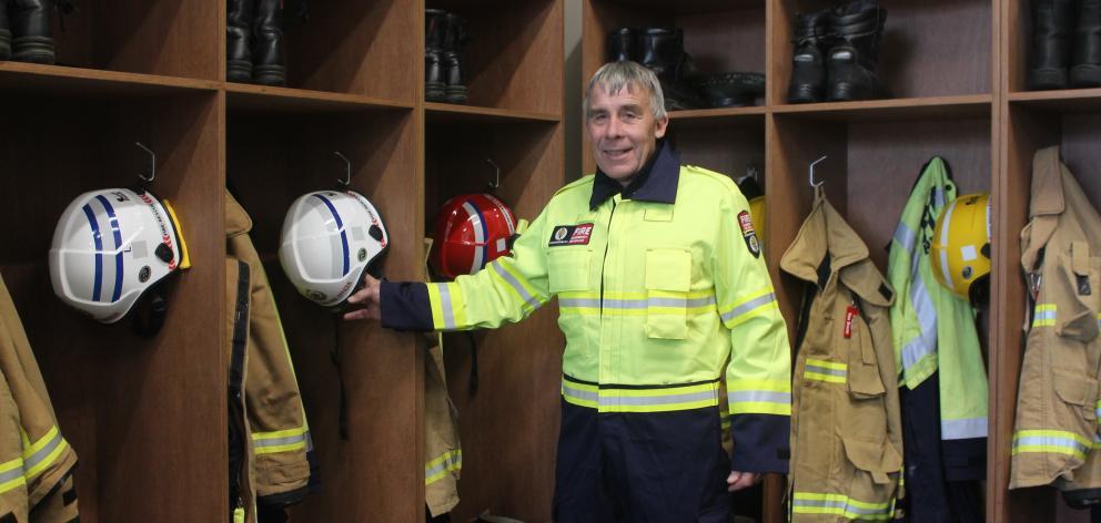 桑伯里首席消防官安德鲁·霍尔展示了新车站。照片:LUISA GIRAO
