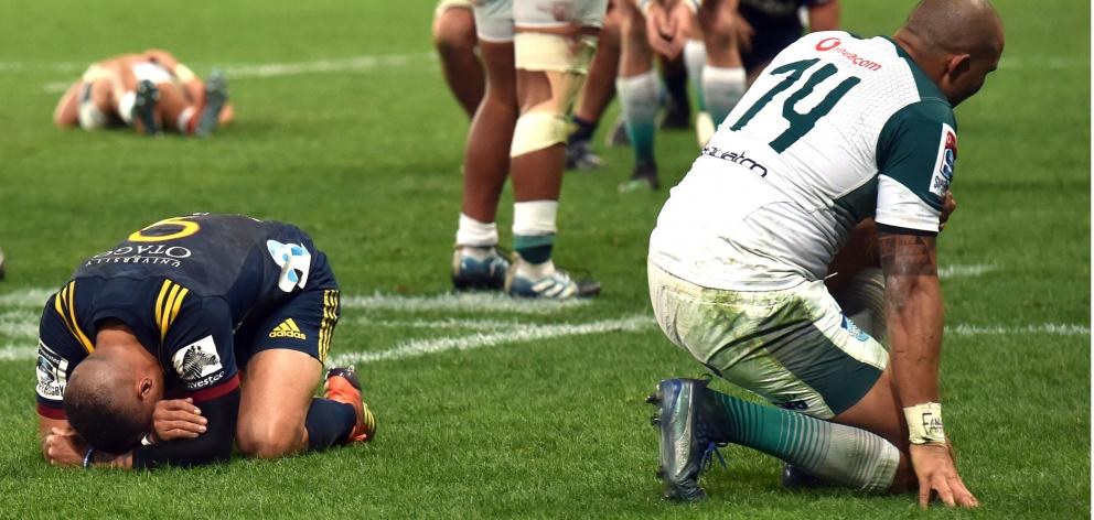 Highlanders halfback Aaron Smith and Bulls winger Cornal Hendricks are at a loss after referee Angus Gardner blows fulltime at Forsyth Barr Stadium earlier this month