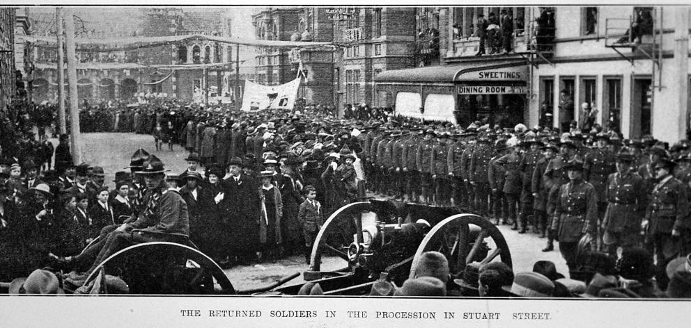 The returned soldiers in the procession in Stuart St. Photo: Otago Witness