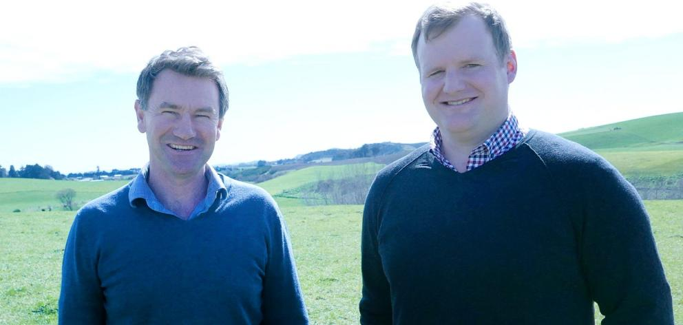 Guy Blundell (left) and Hayden Craw, from Compass Agribusiness. Photo Amie Richardson