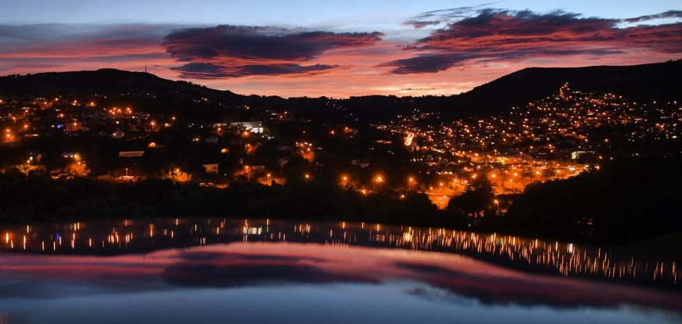 Sunrise in Dunedin yesterday, lit by high pressure sodium lights, soon to be replaced with LED...