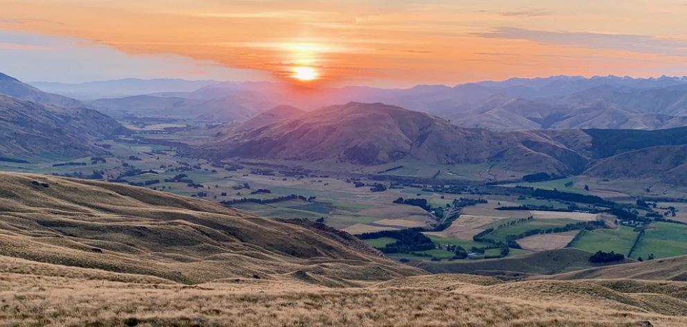 """There can surely be no """"hotel"""" panorama more impressive in the whole of New Zealand."""