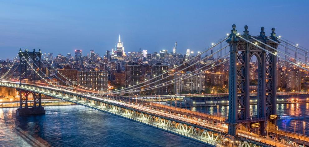 Manhattan Bridge connects Brooklyn to Manhattan. Photos: NYC and company