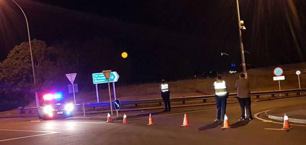 Police blocked off access to SH2 in Tauranga last night. Photo: Supplied