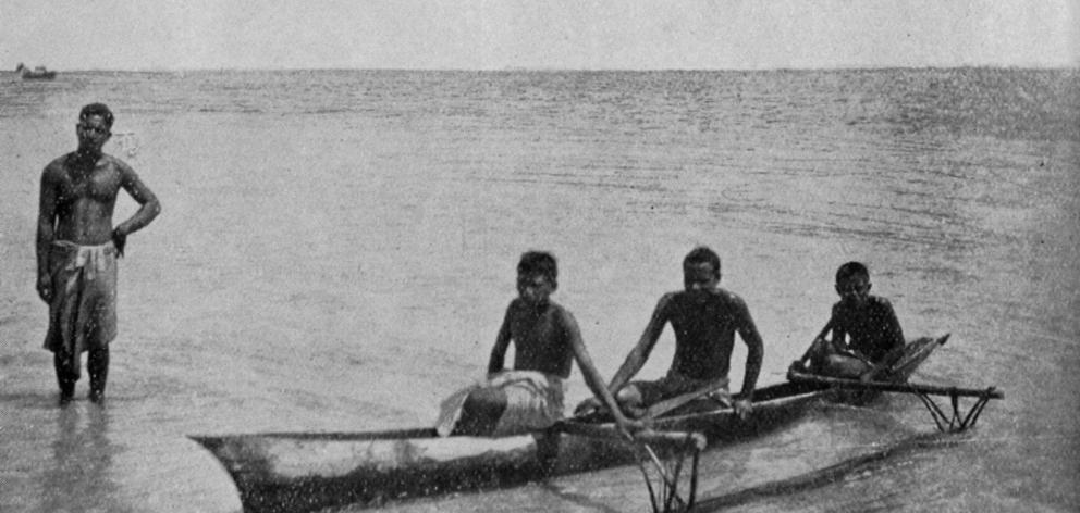 Natives with a canoe at Savai'i, the largest of the Samoan islands. — Otago Witness, 8.6.1920.