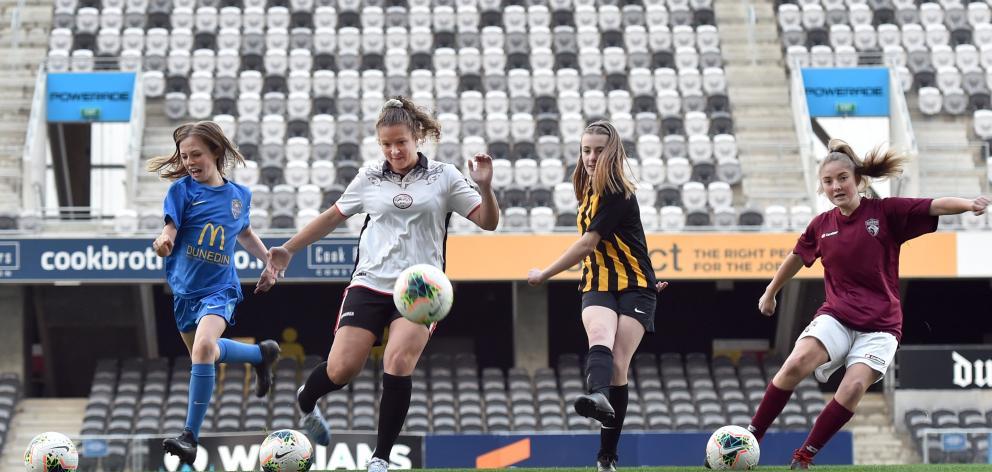 Charlotte Summers (11, Southern United kit), Renee Bacon (24, New Zealand Maori Women), Aria...