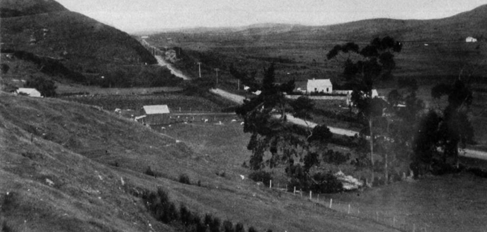 On the Main North Road near Merton, north of Dunedin. — Otago Witness, 6.7.1920. COPIES OF...
