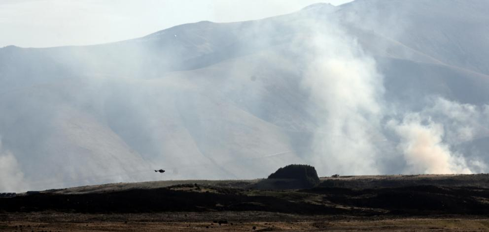 A helicopter fights the fire at Lake Ohau yesterday evening. PHOTO: CRAIG BAXTER