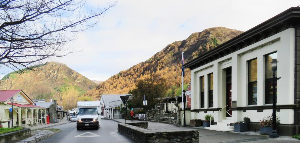 Without busloads of tourists, Arrowtown was once again the sleepy little town I knew long ago....
