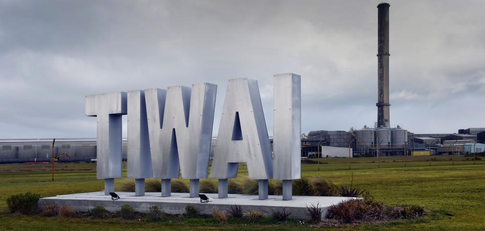 Closure of the Tiwai Point aluminium smelter would have flow-on effects on Southland's labour...