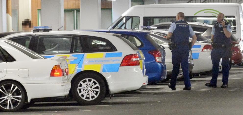 Officers search for the suspect at a Wilson carpark. Photo: Gerard O'Brien