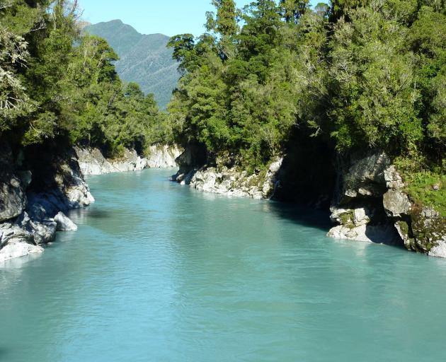 The glacial-fed Hokitika River runs through limestone rocks.