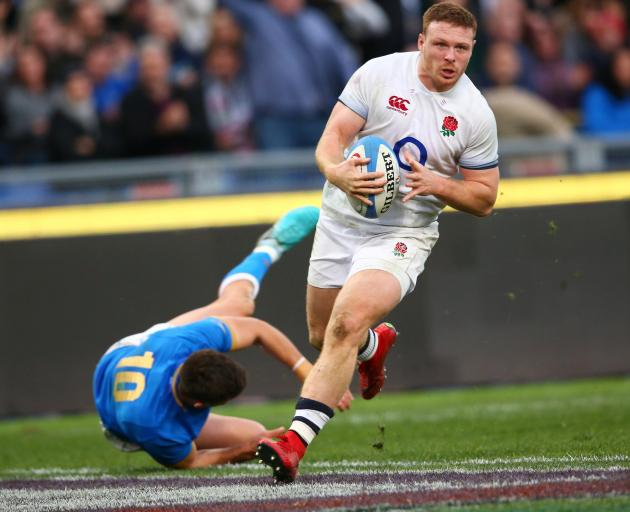 England's Sam Simmonds runs in to score their fourth try. Photo: Reuters