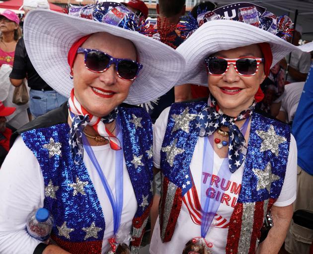 特朗普支持者Laureen Vartanian和Maureen Bailey。照片:路透社