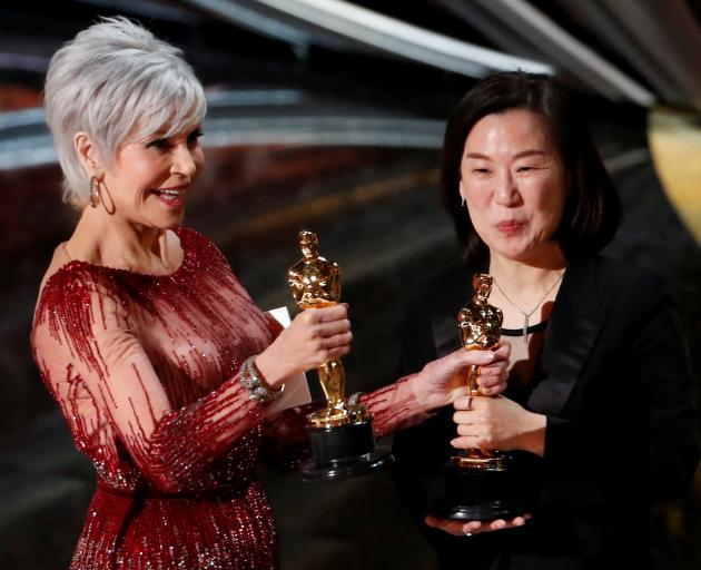 Jane Fonda presents Kwak Sin Ae  the best picture Oscar for Parasite. Photo: Reuters