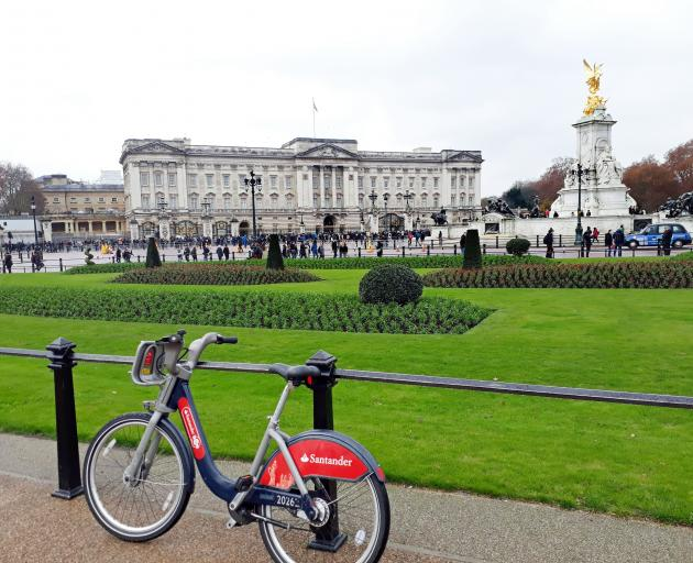 A visit to Buckingham Palace is always in order when visiting London, but by bike almost feels...