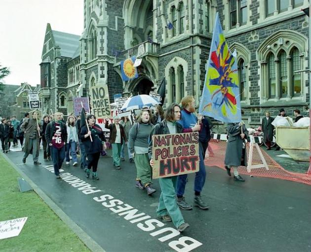 Student protest outside the Registry 1996. Mark Baxter.