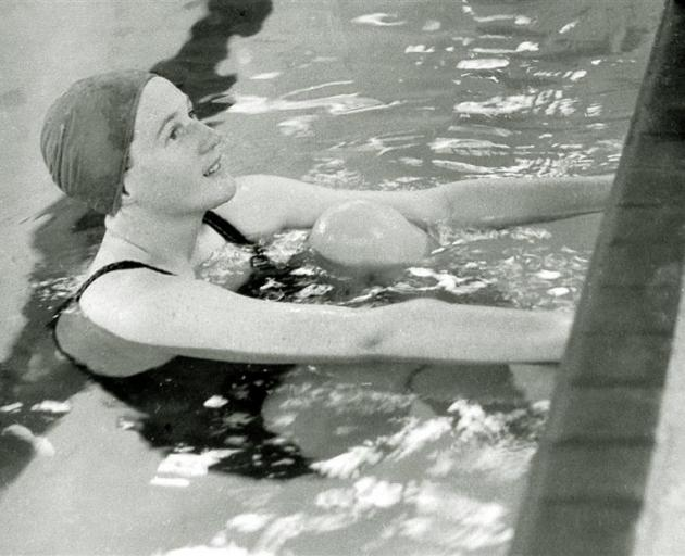 Ngaire Lane in the pool for the 1948 Olympic Games in London.
