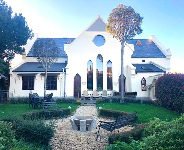 前Mornington Presbyterian Church,现在是一个家,是九个属性之一...