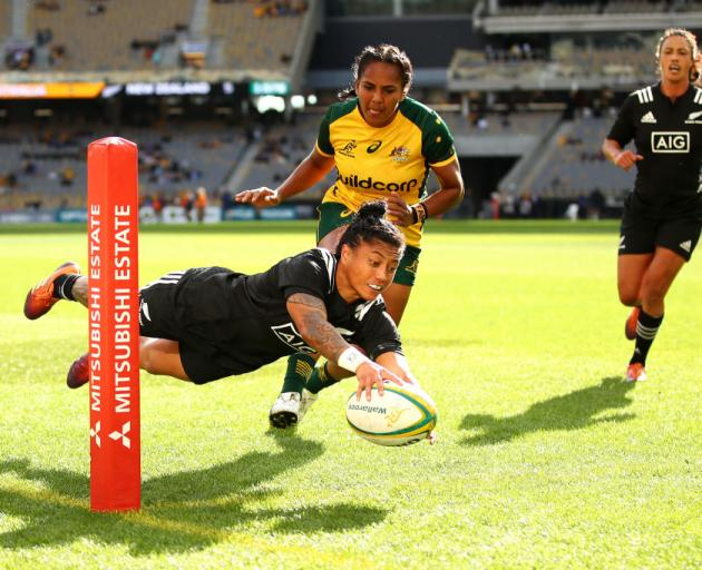 Renee Wickliffe scores a try for the Black Ferns on Saturday. Photo: Getty Images